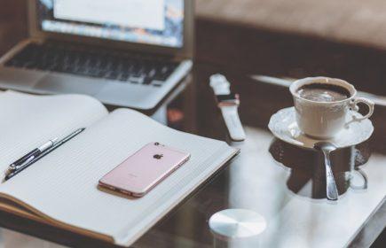 negative-space-iphone-laptop-coffee-apple-freestock